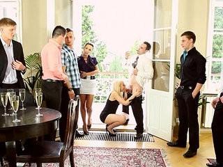 Bi dudes suck dick in orgy