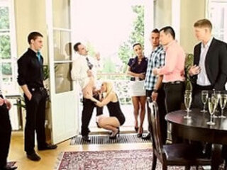Bi dudes suck dick in orgy
