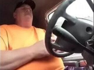 se oso se masturba en su carro