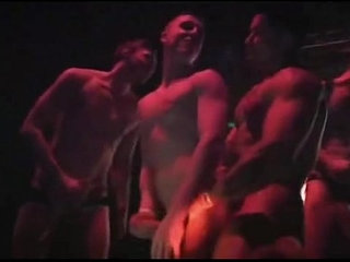 Muscle pornstars have sex on stage