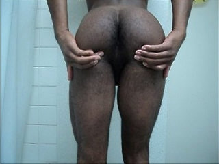 Shapely black booty bouncin and clapin