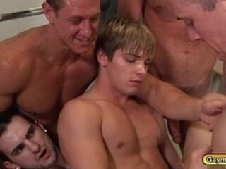 Hunk twinks goes on group anal fucking